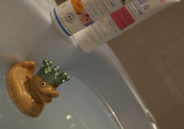 Quand bébé prend son bain, c'est le pied !