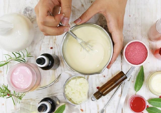 Créer une crème anti-vergetures pendant sa grossesse