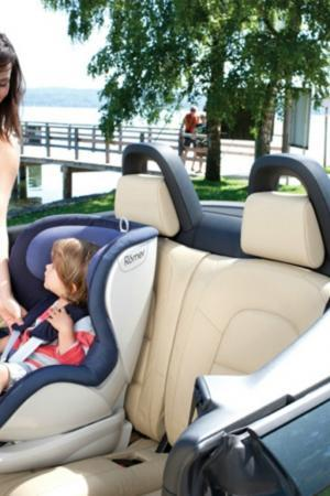 Voyager avec bébé en voiture – le siège auto