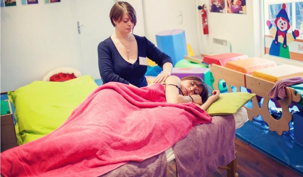 Atelier-massage-femme-enceinte-Mum-to-be-Party-Lille-1