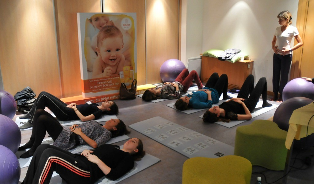 Atelier-yoga-post-natal-rencontre-jeunes-mamans-After-Mum-to-be-Party