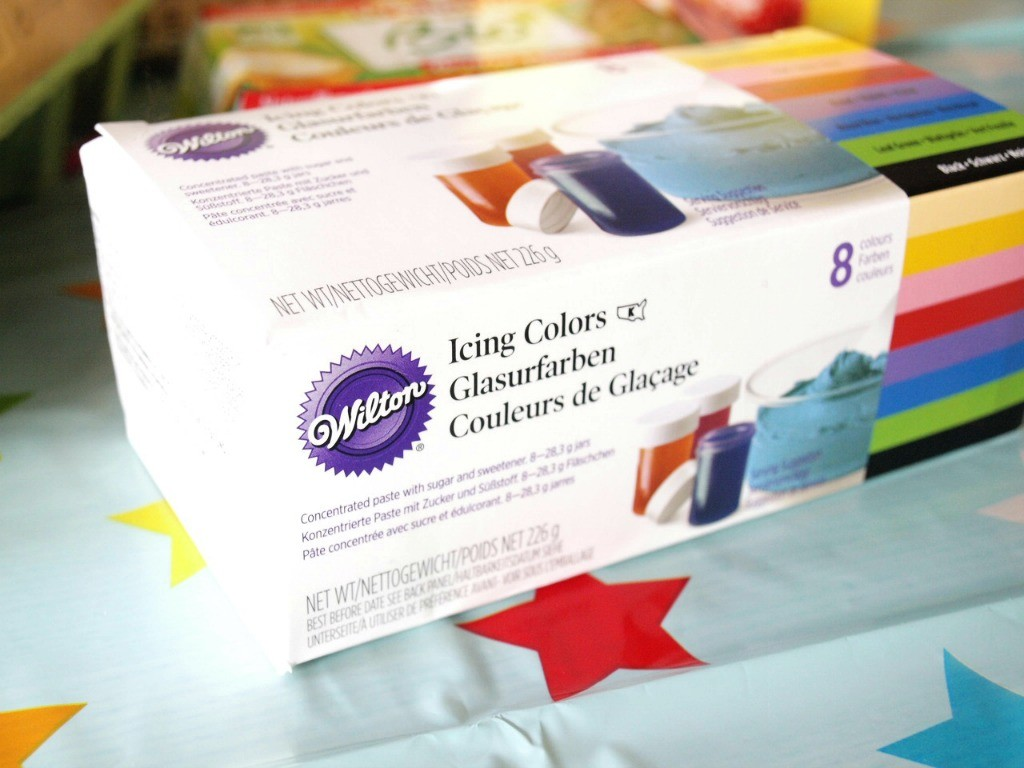 colorants-gels-rainbow-cake-mum-to-be-party