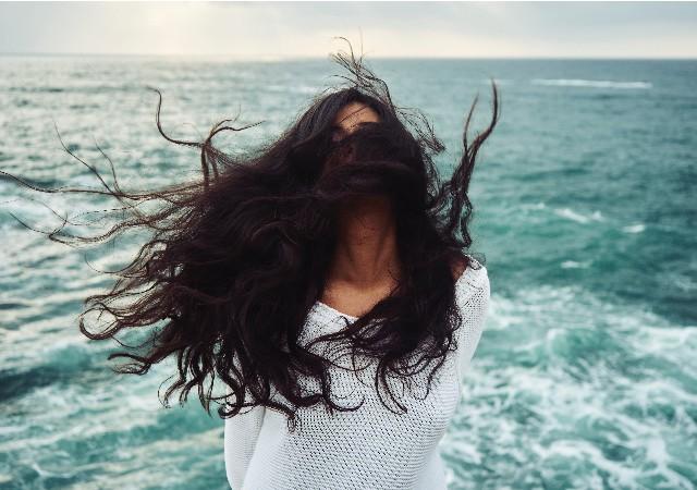 Comment traiter la chute de cheveux après accouchement ?