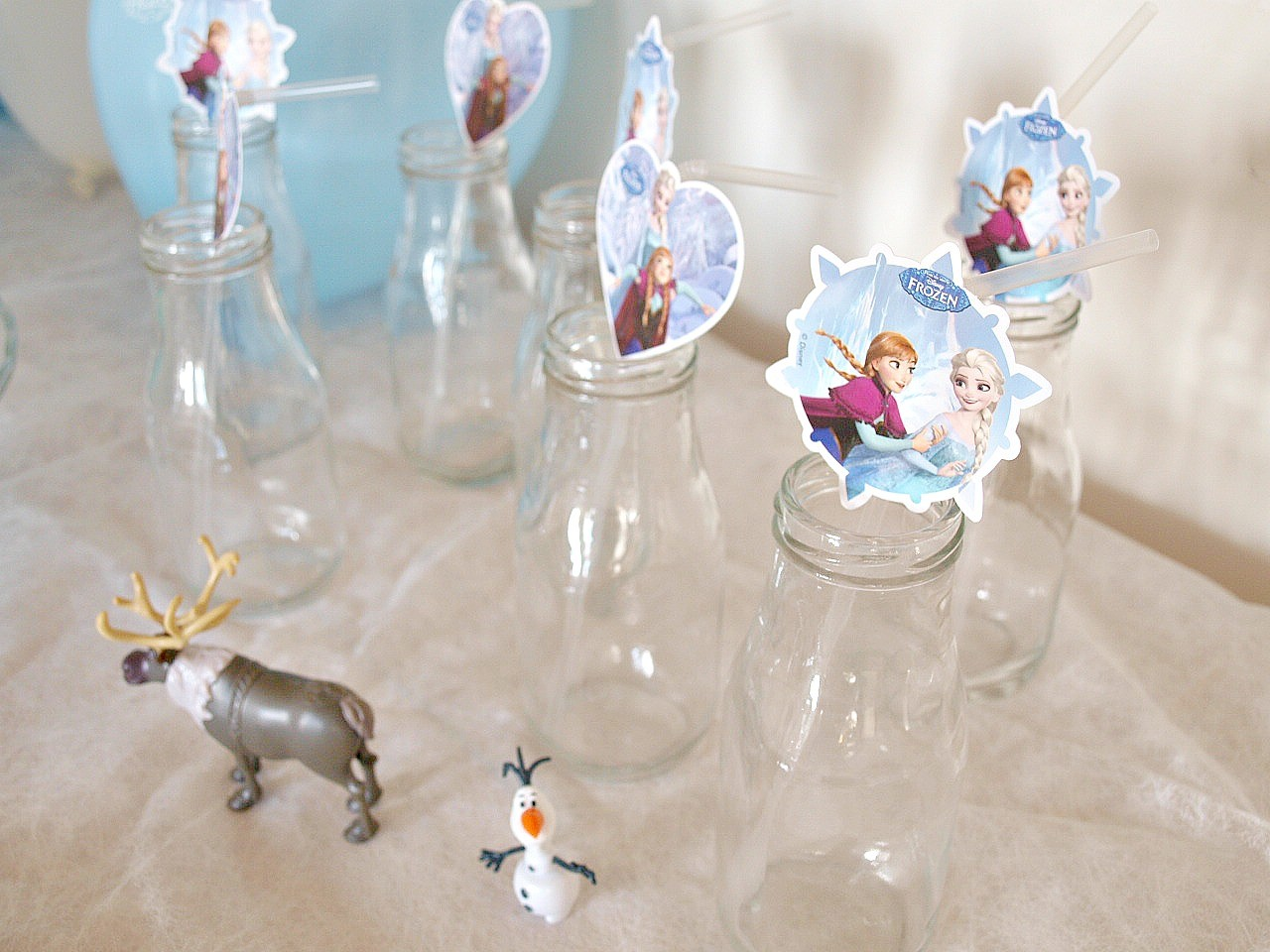 deco-table-theme-reine-des-neiges-mumtobeparty