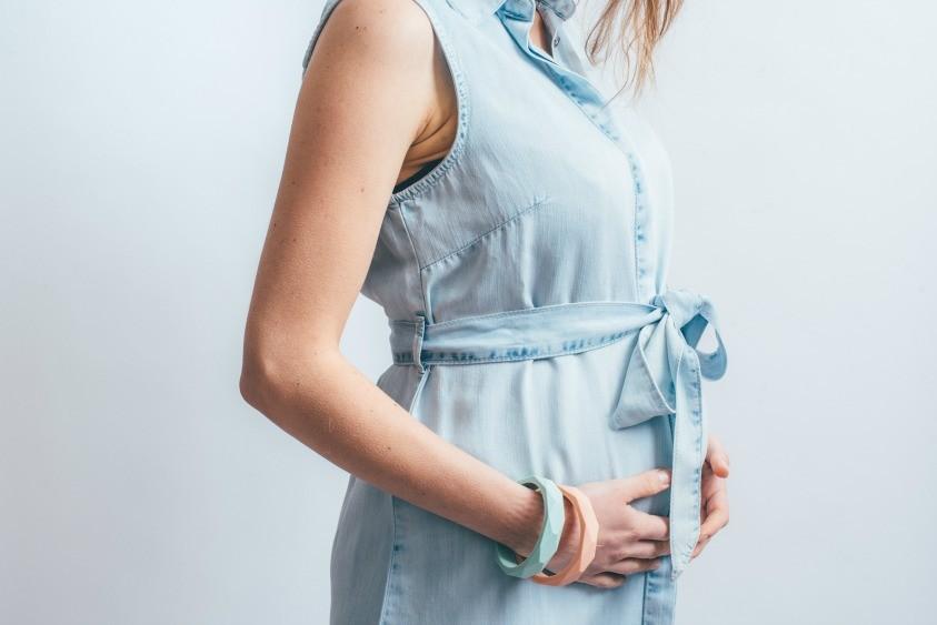 La-robe-de-grossesse-et-allaitement-sans-manches-bleue