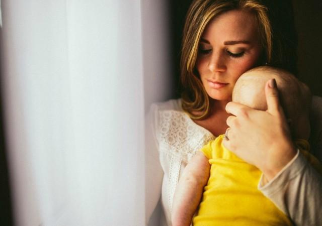 Prévenir et traiter le syndrôme de la tête plate chez le bébé
