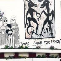 Ambiance d'Halloween et message d'amour dans les rues de Montmartre