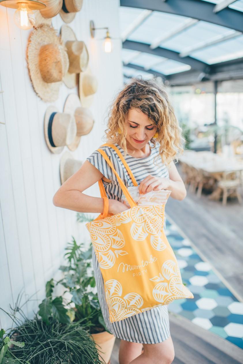 sac-decouverte-coffret-cadeau-beaute-future-maman-jaune-miel