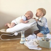 [DÉCOUVERTE] Comme vous le savez, nous sommes toujours à l'affût de nouveautés bien-être pour les futures et jeunes mamans. Et dans ce domaine, les Anglais sont souvent les rois de l'innovation ! Regardez ce produit ingénieux créé par une maman de deux enfants : @babocush est un grand coussin qui apaise instantanément bébé grâce à une position très naturelle et de douces vibrations. Il a été pensé pour soulager les gaz, coliques et reflux du nouveau-né et bien dégager les voies respiratoires. Vous en pensez quoi ?  #babocush #baby #jeunemaman #mum #maternity #maternite #coussinbébé #apaisement #mumandchild #coussinbébévibrant #coussinanticoliques #coliquesbebe #coliquesnourrisson #apaiserbebe #babycushion #colicrelief