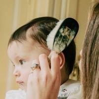 [AUTHENTIQUE] Brosser les cheveux de bébé encourage sa repousse mais également lui procure une sensation de bien-être grâce au massage délicat qui le calme et le réconforte. Aussi il permet de traiter les croûtes de lait et de donner de la brillance et de la souplesse à ses cheveux. @guepesetpapillons propose une collection Chérubin pour les bébés et leur cuir chevelu si fragile. Des objets artisanaux avec une délicatesse que l'on apprécie : des matériaux sélectionnés avec soin tels que du bois, de la soie animale, des tissus précieux.. Cette marque concentre l'intimité, la sensualité et l'élégance du boudoir XVIIIème.  #coifferbebe #coiffagebebe #brosserbebe #brossebebe #cherubin #authentique #brillancecheveux #hairbaby #brosseacheveux #cheveux #peignebebe #brossecherubin #babybrush #artisanat #douceur #babyaccessory #accessoirebebe #produitbebe #handmade #guepesetpapillons #luxefrancais