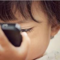 [OFF SCREEN] Déconnecter pendant les vacances, souvent un choix qui s'impose…et pour nos kids, quel temps passé sur les petits ou plus grands écrans pendant les vacances ? Une question que s'est posée Pauline @homesweetlondon dans notre dernier article (lien direct en bio)