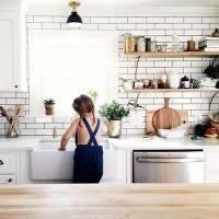 [EN CUISINE] Repenser sa cuisine en 5 leçons pour qu'elle soit safe pour bébé et reste stylée. Avec les bons conseils de @instaakari et @pipinpon.fr