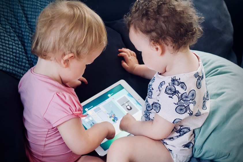article-mumtobeparty-les-enfants-et-les-ecrans-conseils6