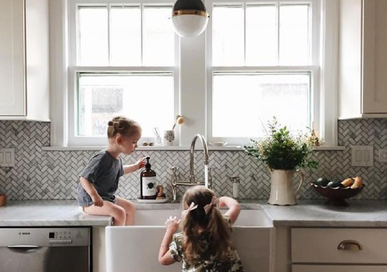Une cuisine safe et stylée pour bébé en 5 leçons