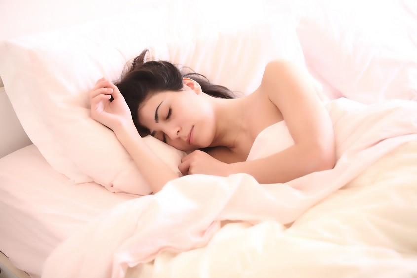 dormir-nu-poitrine-soin