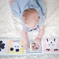 [ÉVEILLONS LEURS TALENTS] Nul besoin d'attendre l'entrée à l'école pour constater que votre bébé a du talent et la capacité de vous épater ! Mais savez-vous comment l'accompagner, à son rythme, dans la découverte du monde etl'expression de sa créativité ? .  Avec @oxybuleveiletjeux, nous avons imaginé un guide qui vous donne les clés de l'éveil de bébé, étape par étape, et un choix bien étudié de jeux pour le stimuler et l'amuser. Parce que vous le verrez, un jeu, aussi simple vous semble-t-il, n'a rien d'anodin ! . Nous débutons cette semaine avec la compréhension des 5 sens de bébé. Un sujet passionnant avec en fin d'article, un concours pour gagner LE produit best of de la gamme Sensibul destinée aux tout-petits ! . Bonne lecture et bonne chance ! > Lien de l'article en bio . credit photo @alafileindienne_photo #eveillonsleurstalents #oxybulxmumtobeparty #oxybul #oxybuleveiletjeux #mumtobeparty #eveil #eveiletjeux #eveildessens #eveilbebe #eveilsensoriel #jouetsenfants #jeuxenfants #premiersjeux #creationoxybul #oxybulcreateur #talentsdenfants #talent #developpementbebe #apprentissageludique #apprentissageautonome #developpementdessens #livretissuoxybul #livreentissu #taftoys #jouetssensoriel #sensibul #parentspilotes