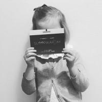 Impuissance, c'est souvent le sentiment des parents d'enfants à la peau atopique. Une journée leur était dédiée, organisée par @larocheposayfr, l'une des marques spécialisées sur le traitement de cette pathologie qui concerne de nombreux enfants et des adultes aussi. . En attendant de lire le compte-rendu de Karima @instaakari sur le site, retrouvez en IGTV ses interviews de mamans et d'une dermatologue pédiatrique. Photo @dameortouille  #dermatiteatopique #eczema #eczemaenfant #grattage #demangeaisons  #soulagerbébé #traitementeczema #soindelapeau #sleepikar #dermclass #larocheposay