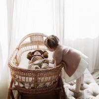 [SIBLING] Comment ne pas fondre d'amour quand sa famille s'agrandit ? Et la chance offerte à ses enfants de plus tard jouer ensemble, faire des bêtises à deux, se soutenir et se nourrir des découvertes de chacun(e) ? . Félicitations à Aurélie, notre maman testeuse du massage future maman à Chamonix, qui a donné naissance à sa petite Victoire ! Hâte de la rencontrer ce week-end ! . credit photo @mylifeofmuses #sibling #sisterandbrother #sisterandbrotherlove #frereetsoeur #amourfrereetsoeur #family #complicité #newborn #newbornbaby #jeunemaman #jeunepapa #youngchild #maternite #maternity