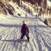 [PREMIERE ETOILE] Vous l'imaginez votre bébé, skis parallèles, dévaler les pistes sans votre assistance, tout fier et heureux ? . On ne se lasse pas de cette vidéo, bien plus chouette à regarder que la médaille accrochée sur son blouson de ski ! . Pour nous les vacances sont terminées, une belle neige fraîche attend ceux qui partent ce jour ! Enjoy !!! . #vacancesauski #skienfamille #bebealamontagne #kidskiing #ecoledeski #montagneenfamille #ski #kidski #skier #apprendreaskier #stationdeski #vacancesalaneige #savoie #peiseyvallandry #montagneavecdesenfants #skienfamille #skifamily #paradiski #voyageenfamille