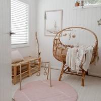 [INSPI DECO] Chaque jour on adore chercher de nouvelles inspirations de déco et les partager avec vous. Cette chambre donne de belles idées pour préparer la future chambre de bébé… Vous aimez ? .