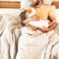 [CONGÉ PATERNITÉ EN FRANCE] Il est à disposition de tous les nouveaux pères en France qui veulent passer plus de temps auprès de leur bébé. Mais dans les faits, ils sont encore peu nombreux à y avoir recours…alors que d'autres pays décident d'en allonger la durée.  De nombreuses raisons expliquent cette exception française, mais faut-il pour autant l'accepter? Grâce à des collectifs comme @LePaternel, les choses changent, et les voix se font entendre pour une égalité parentale.  Vous aussi, faites-participer les (futurs) pères au débat ! Osons changer le schéma ! RDV en bio pour lire et partager l'article  #congepaternite #egaliteparentale #fatherhood #parenthood #placedupere #roledupere #dadwithbaby #jeunesparents #paternite #maternite #allaitement #reformecongepaternite #congesparentaux #congenaissance #naissancebébé #naissance #postpartum #newborn #nouveaune #papaallaitant #allaitementpaternel #laitpaternel #breastfeedingdad #papaallaitement #arriveedebebe #jeunepapa #futurpapa