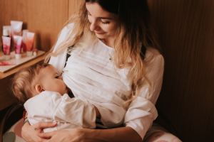 Allaitement : mon bébé prend beaucoup de poids, dois-je m'inquiéter ?