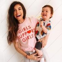 [GIRLS SUPPORT GIRLS] Vivre la grossesse, l'accouchement, apprendre à être maman et faire de son mieux. Si certaines ont la chance d'être bien entourées par leurs proches et des professionnels, d'autres peuvent avoir plus de mal à trouver le soutien nécessaire. Souvent c'est sur les réseaux sociaux que nous pouvons trouver réconfort, mots justes et conseils.  Quel compte / influenceuse a joué un grand soutien dans vos premiers pas de maman ? Taggez le/la pour la faire connaître auprès d'autres mamans !