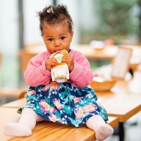 [BABY FOOD] À quel âge avez-vous commencé la diversification alimentaire de vos enfants ? Quel ingrédient avez-vous proposé en premier à bébé ?  Les enfants préfèrant le sucré, il est souvent conseillé de débuter avec des légumes et d'attendre 15 jours avant l'introduction des fruits….car ces coquins ont vite fait de rejeter les légumes